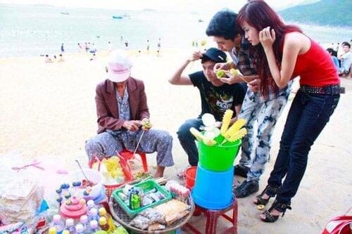 Noo Phước Thịnh - Đông Nhi - Ngô Kiến Huy thời hát 'sân khấu chuồng gà', ngoan ngoãn đứng chờ nhận tiền catse 2