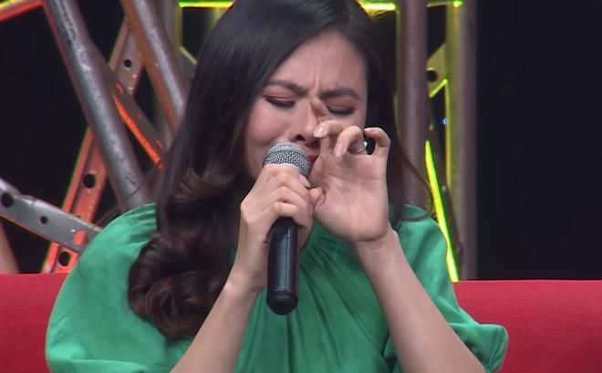 Diễn viên Vân Trang khóc nức nở: 'Cứ nhắc đến là tôi chỉ muốn bỏ nhà mà đi' 0