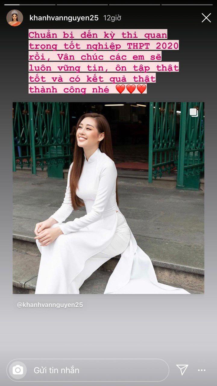 Hoa hậu Khánh Vân cũng chia sẻ khoảnh khắc diện áo dài trắng và nhắn nhủ tới các em học sinh: 'Chuẩn bị đến kỳ thi quan trọng tốt nghiệp THPT 2020 rồi. Vân chúc các em sẽ luôn vững tin, ôn tập thật tốt và có nhiều thành công nhé'.