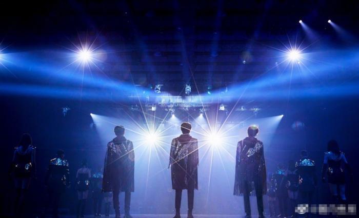 Fan xót khi thấy hình ảnh mệt mỏi của 3 thành viên TFBOYS sau khi kết thúc concert kỉ niệm 7 năm 0