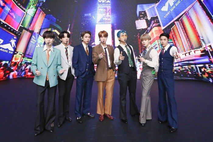 Clip hot: Sân khấu của nghệ sĩ châu Á đầu tiên xuất hiện trên Press Play của GRAMMYs - BTS với Dynamite! 0