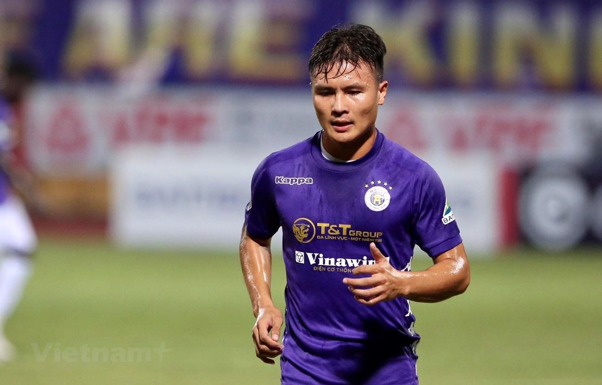 Quang Hải gửi lời tới những cổ động viên đã luôn đồng hành cùng Hà Nội FC sau khi giành chức vô địch cúp Quốc gia 2020. (Ảnh: Hiển Nguyễn/Vietnam+)