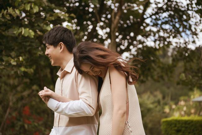 Vợ chồng Đông Nhi - Ông Cao Thắng tung bộ ảnh trước lúc 'lâm bồn' nhưng lại gây tò mò vì không thấy bụng bầu đâu 2