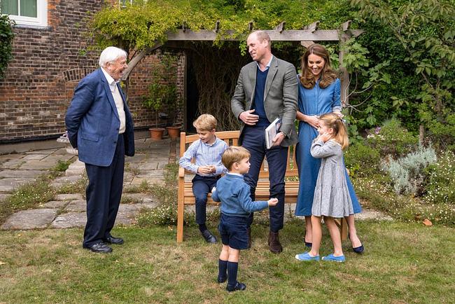 Công nương Kate bị nghi mang bầu lần 4 vì một chi tiết trong bức ảnh mới, được khuyên nên cùng Meghan giảng hòa 0