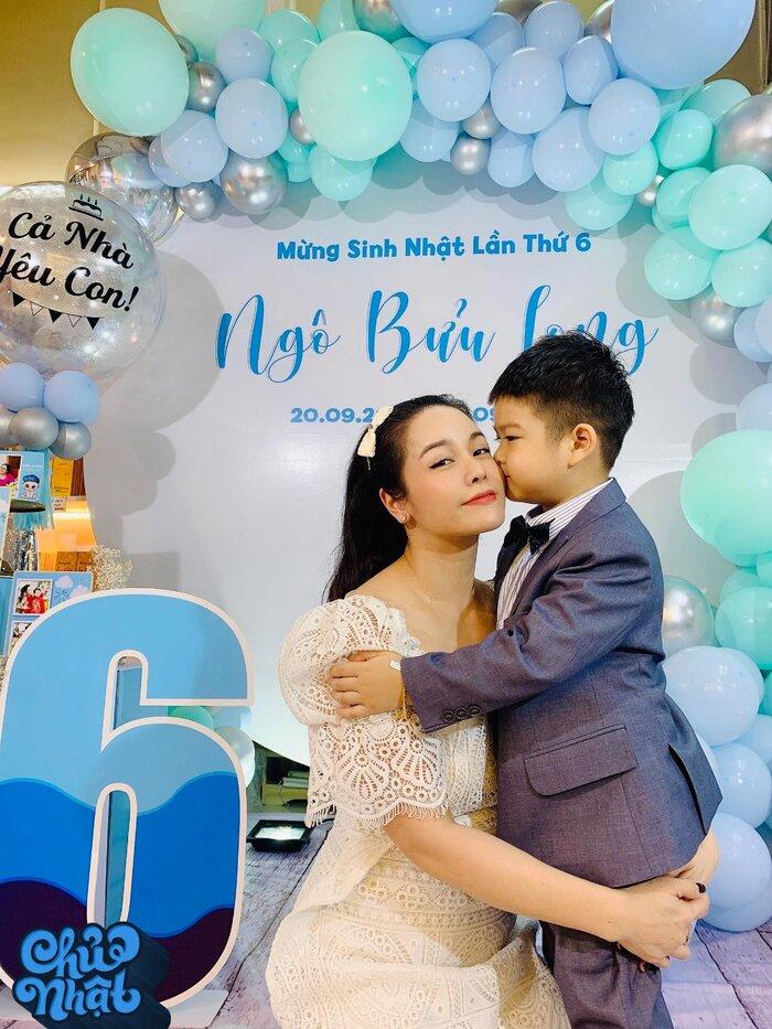 Nhật Kim Anh bị chồng cũ gỡ hết hình chụp với con trai trong tiệc sinh nhật 4