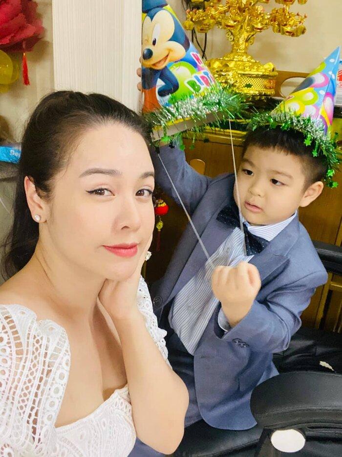 Nhật Kim Anh bị chồng cũ gỡ hết hình chụp với con trai trong tiệc sinh nhật 5