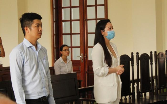 Nhật Kim Anh bị chồng cũ gỡ hết hình chụp với con trai trong tiệc sinh nhật 6