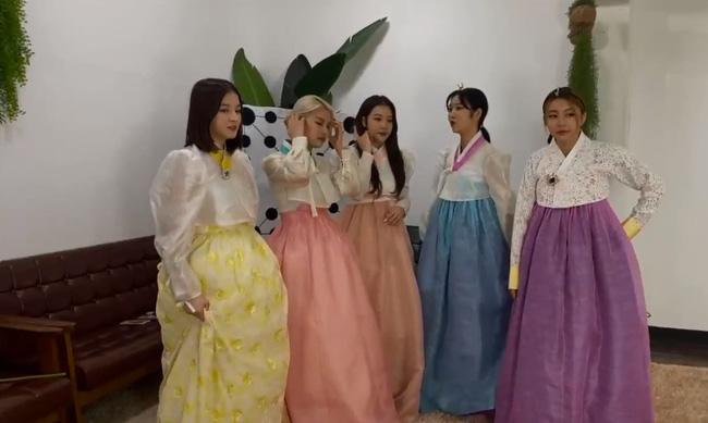 Nancy (MOMOLAND) bỗng dưng bị mắng chửi lây vì hành động phản cảm của nữ idol Kpop trên sóng trực tiếp 3