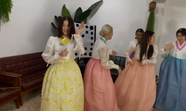 Nancy (MOMOLAND) bỗng dưng bị mắng chửi lây vì hành động phản cảm của nữ idol Kpop trên sóng trực tiếp 4