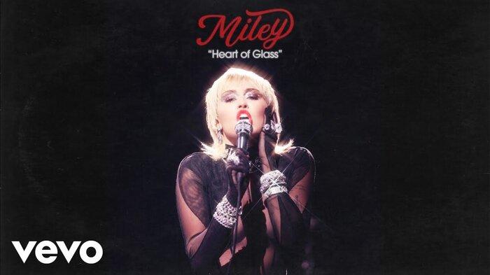 Miley Cyrus 'thả xích' bản cover của bản hit kinh điển Heart Of Glass, fan trầm trồ: 'Nữ hoàng của cover là đây' 3