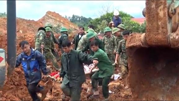 Vụ sạt lở đất ở Quảng Trị: Bộ Quốc phòng điều 2 trực thăng, nỗ lực tìm kiếm 8 người còn lại 0