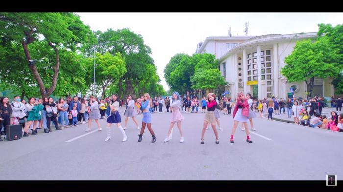 Liz Kim Cương 'bắt tay' 2 nhóm nhảy từng chiến thắng cuộc thi của YG, 'quẩy' Lovesick Girls (BlackPink) 'tưng bừng' đường phố 6