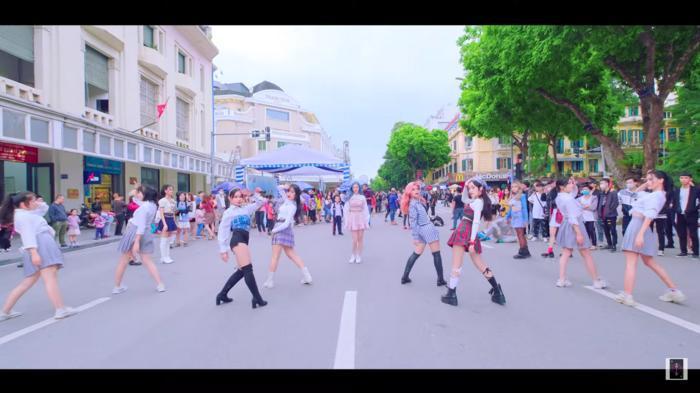Liz Kim Cương 'bắt tay' 2 nhóm nhảy từng chiến thắng cuộc thi của YG, 'quẩy' Lovesick Girls (BlackPink) 'tưng bừng' đường phố 4