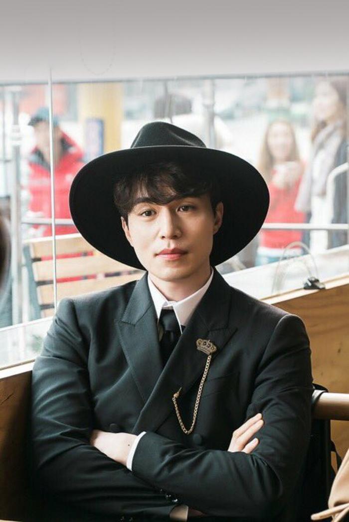 3 món đồ gắn liền với sự nghiệp diễn xuất của 'hồ ly' Lee Dong Wook 0
