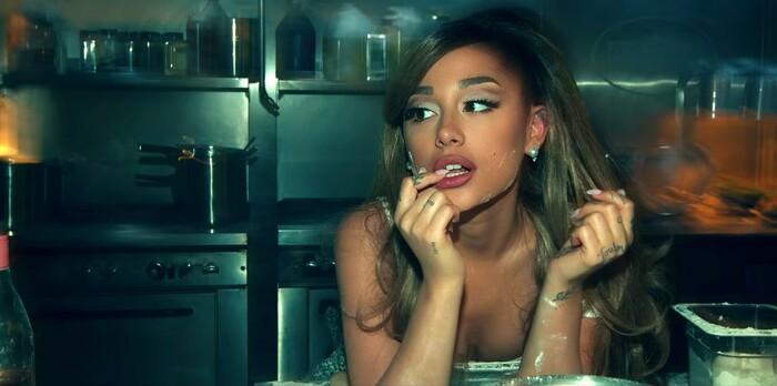 'Positions' bài hát mới nhất của Ariana Grande: Không nói về chuyện giường chiếu 4