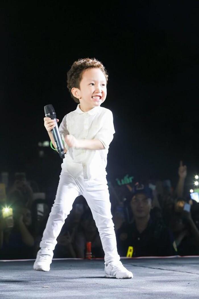Tuấn Hưng viết tâm thư xúc động khi nhìn ra đam mê sân khấu của con trai Su Hào 3