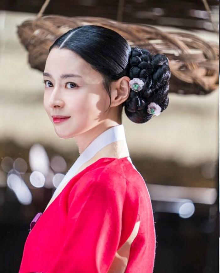 Kwon Nara hóa thân kỹ nữ xinh đẹp ngạo kiều trong 'Secret Royal Inspector' 5