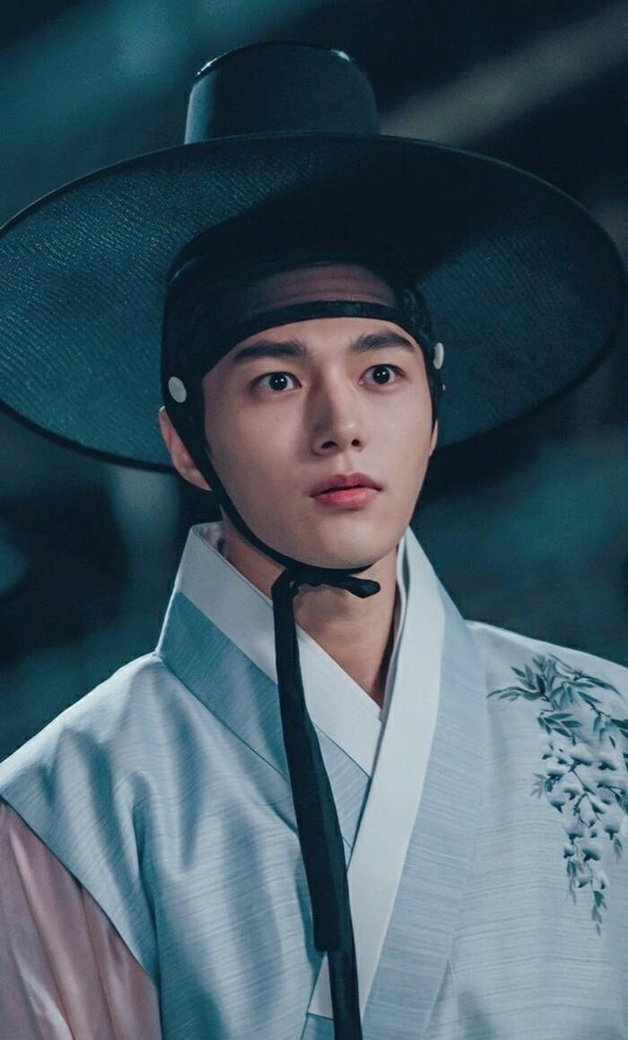 Kwon Nara hóa thân kỹ nữ xinh đẹp ngạo kiều trong 'Secret Royal Inspector' 3