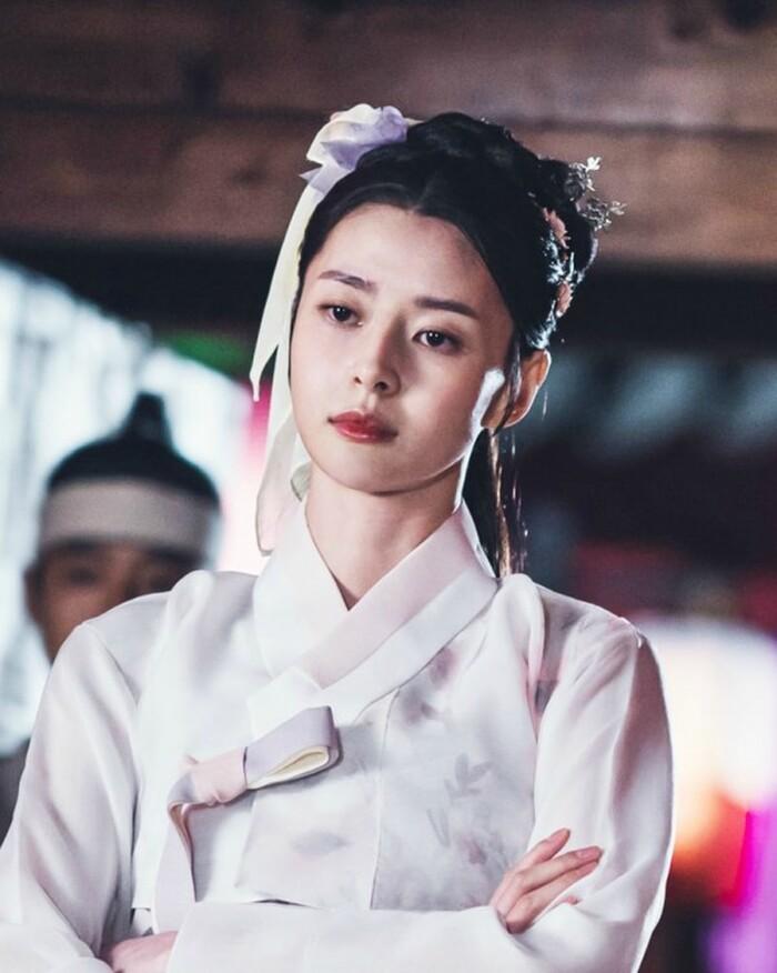 Kwon Nara hóa thân kỹ nữ xinh đẹp ngạo kiều trong 'Secret Royal Inspector' 6