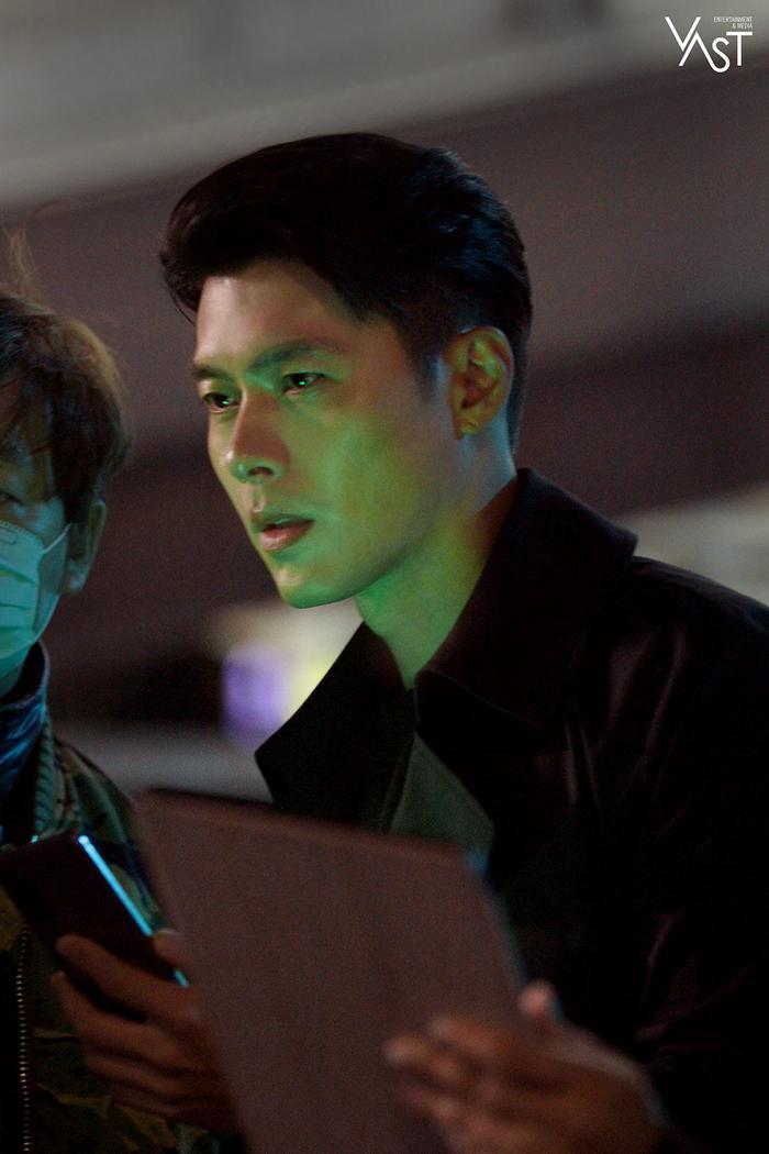 Hyun Bin đẹp đến mức nào mà khiến Son Ye Jin mê mẩn 6