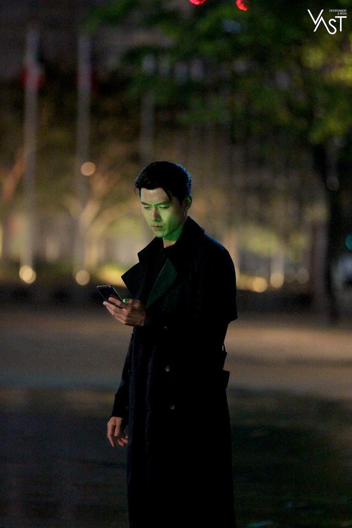 Hyun Bin đẹp đến mức nào mà khiến Son Ye Jin mê mẩn 9