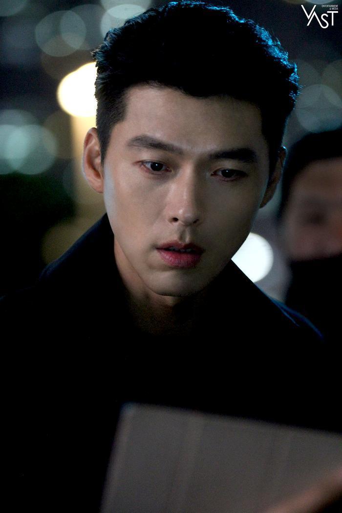 Hyun Bin đẹp đến mức nào mà khiến Son Ye Jin mê mẩn 13