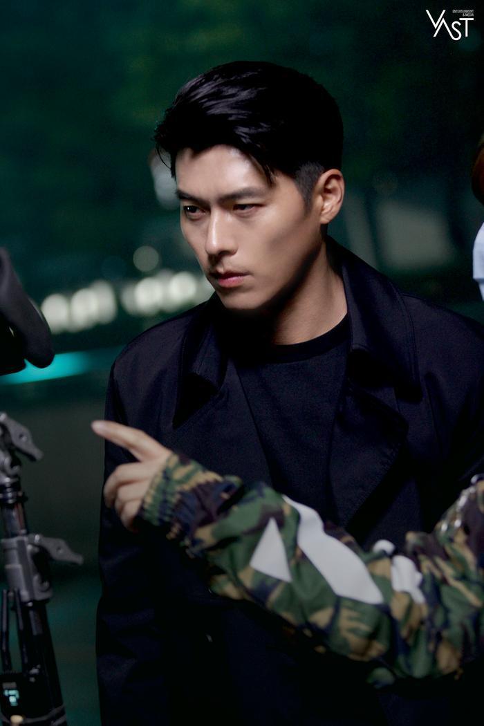 Hyun Bin đẹp đến mức nào mà khiến Son Ye Jin mê mẩn 12