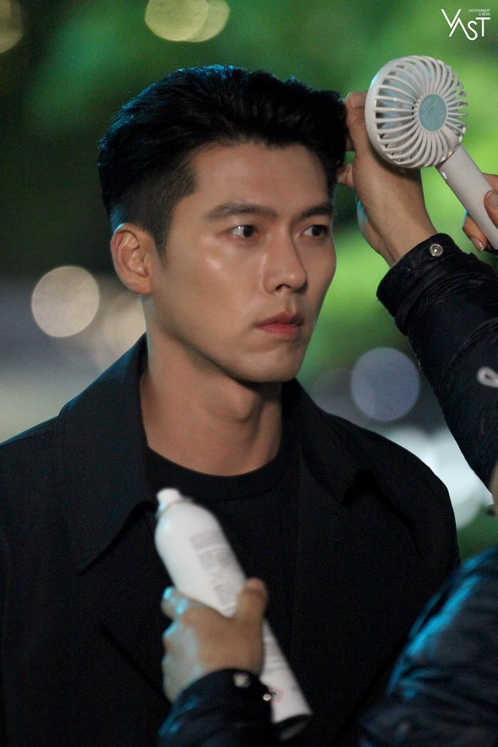 Hyun Bin đẹp đến mức nào mà khiến Son Ye Jin mê mẩn 14