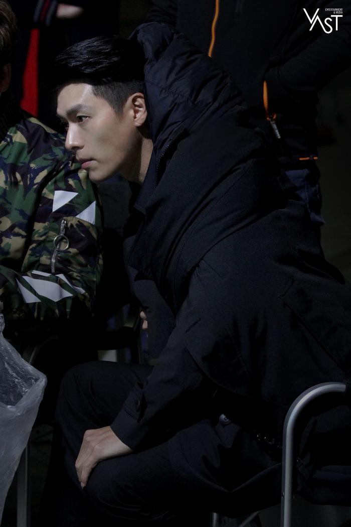 Hyun Bin đẹp đến mức nào mà khiến Son Ye Jin mê mẩn 24