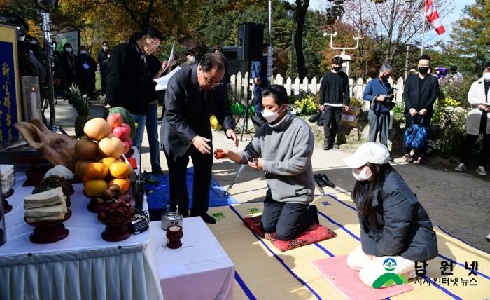 Lộ ảnh hiếm hoi của Jeon Ji Hyun - Joo Ji Hoon trong phim của đạo diễn 'Hậu duệ mặt trời' 6