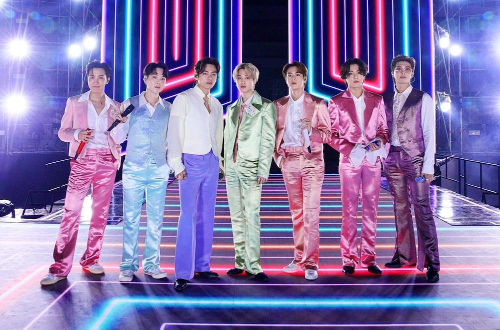 Mang danh 'anh áo vest hồng', Jungkook (BTS) thu về lượt xem fancam khủng 0