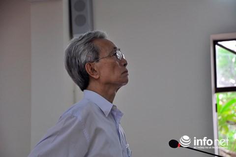 Giống như ở phiên tòa sơ thẩm, mặc dù bị tuyên phạm tội Dâm ô trẻ em nhưng suốt phiên tòa, Nguyễn Khắc Thủy đều một mực kêu oan, không nhận tội.