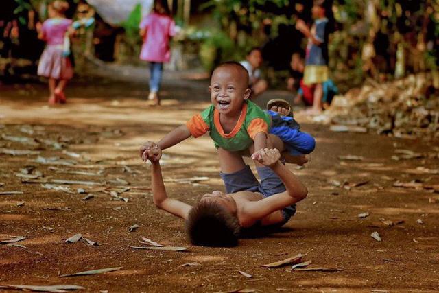 Được hỏi 'tình yêu là gì', nhiếp ảnh gia người Việt và đồng nghiệp liền đáp lại bằng loạt ảnh ấn tượng 4