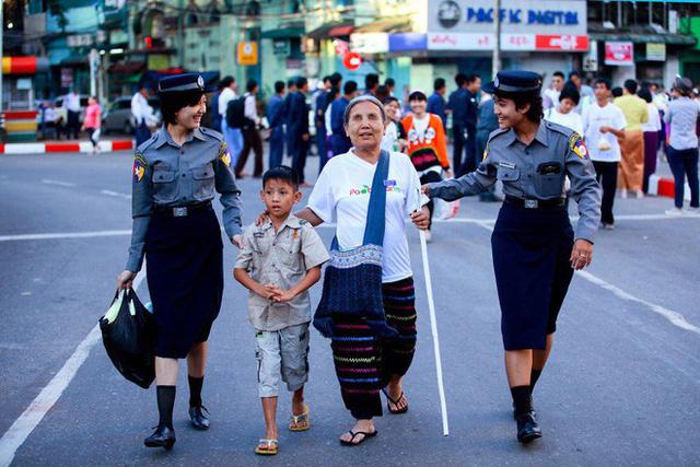 Được hỏi 'tình yêu là gì', nhiếp ảnh gia người Việt và đồng nghiệp liền đáp lại bằng loạt ảnh ấn tượng 17
