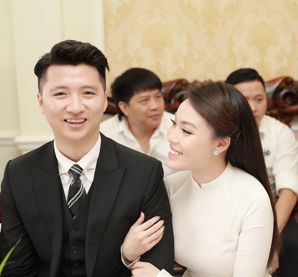 Cặp đôi Hà My - Trọng Hưng hạnh phúc trong lễ dạm ngõ.