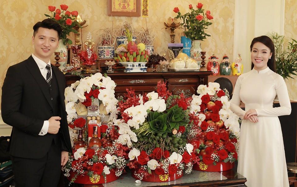Sính lễ trong lễ dạm ngõ của Hà My và Trọng Hưng khá hoành tráng.