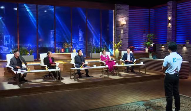 Fan hâm mộ để ý trang phục của Shark Liên khi ngồi ghế nóng Thương vụ bạc tỷ, điểm chung thú vị nằm ở màu sắc váy 5