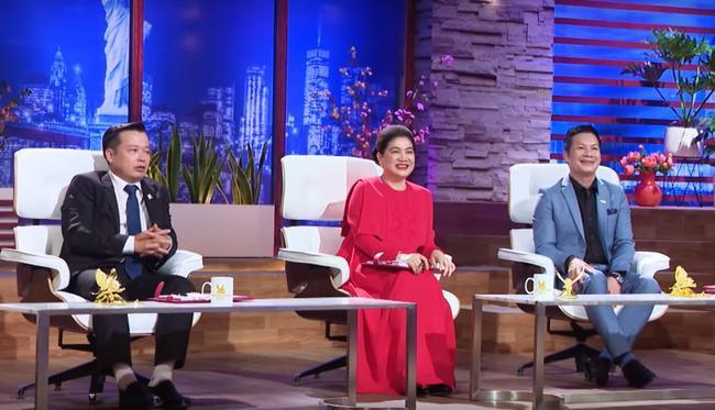 Fan hâm mộ để ý trang phục của Shark Liên khi ngồi ghế nóng Thương vụ bạc tỷ, điểm chung thú vị nằm ở màu sắc váy 8
