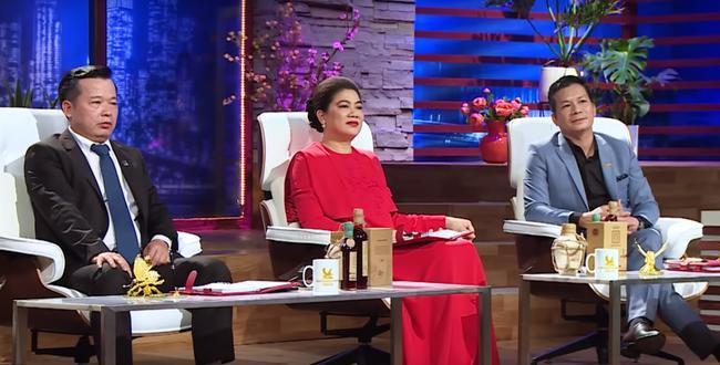 Fan hâm mộ để ý trang phục của Shark Liên khi ngồi ghế nóng Thương vụ bạc tỷ, điểm chung thú vị nằm ở màu sắc váy 9