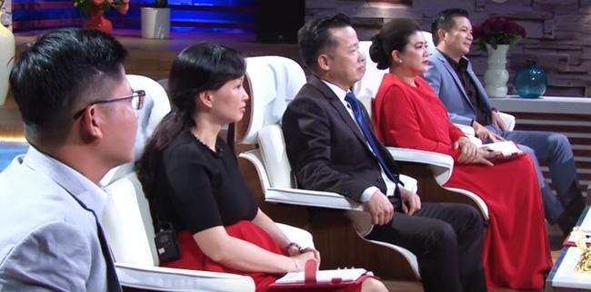 Fan hâm mộ để ý trang phục của Shark Liên khi ngồi ghế nóng Thương vụ bạc tỷ, điểm chung thú vị nằm ở màu sắc váy 6