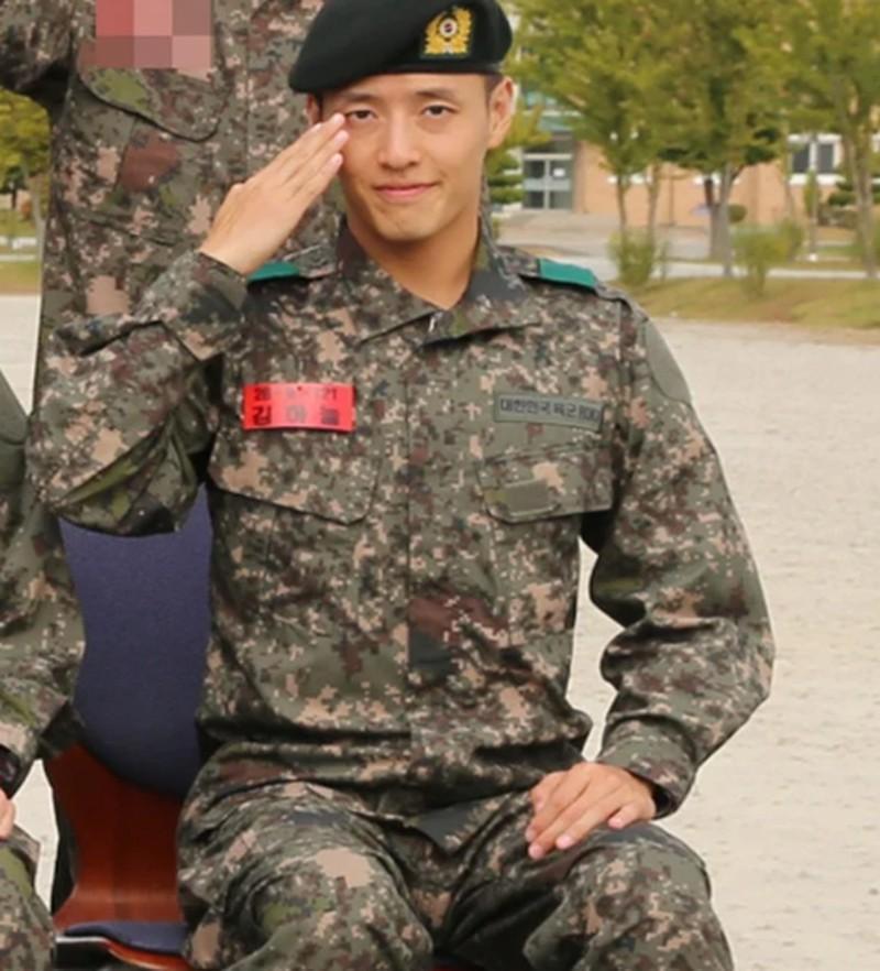 Kang Ha Neul xuất ngũ hồi tháng 6/2019. Trong thời gian quân ngũ Kang Ha Neul cũng giống Ji Chang Wook vinh dự được chọn vào loạt vai chính trong vở nhạc kịch kỉ niệm 70 năm thành lập quân đội Hàn Quốc. Người hâm mộ đang chờ đợi nam tài tử 28 tuổi trở lại với nhiều bộ phim hay trong thời gian tới