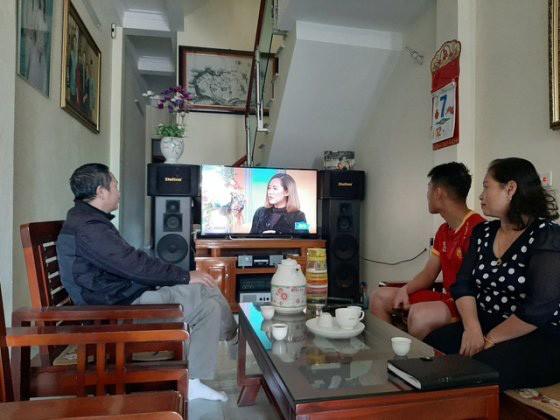 Căn nhà của gia đình Trọng Hùng có thiết kế đơn giản nhưng đầy đủ tiện nghi. Ngôi nhà trở nên rôm rả hơn những ngày có đội tuyển U22 Việt Nam thi đấu.