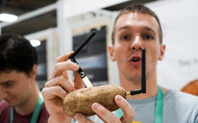 Dạo một vòng CES 2020 bắt gặp startup rao bán khoai tây 'thông minh' 0
