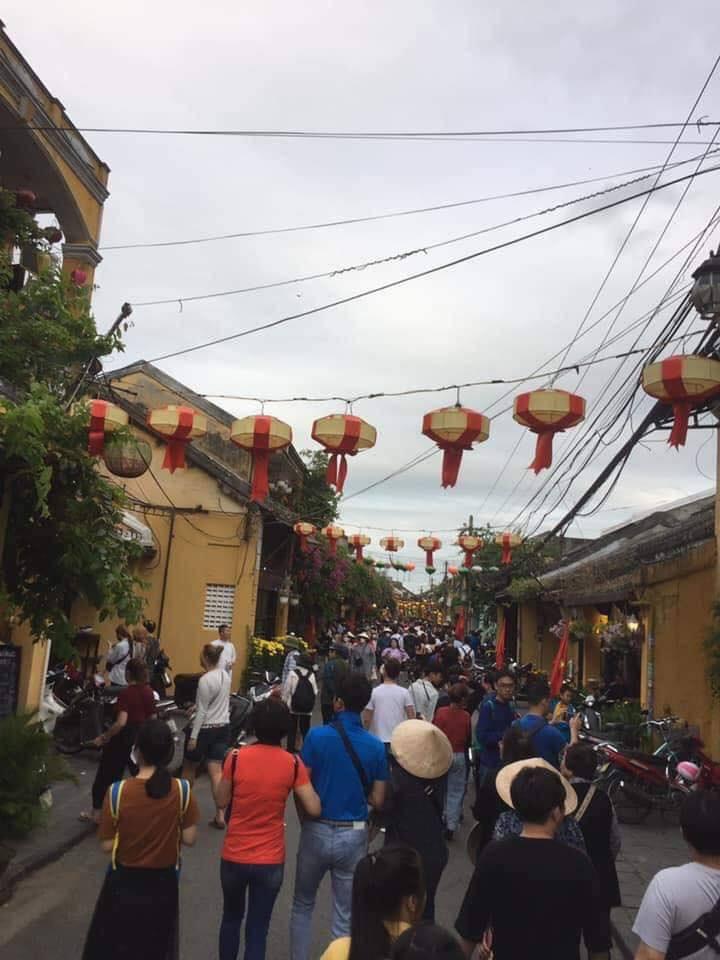 Dân mạng choáng váng với hình ảnh biển người đông nghịt ở khắp nơi dịp Tết: Hạ Long, Vũng Tàu... đâu cũng 'vỡ trận' 4