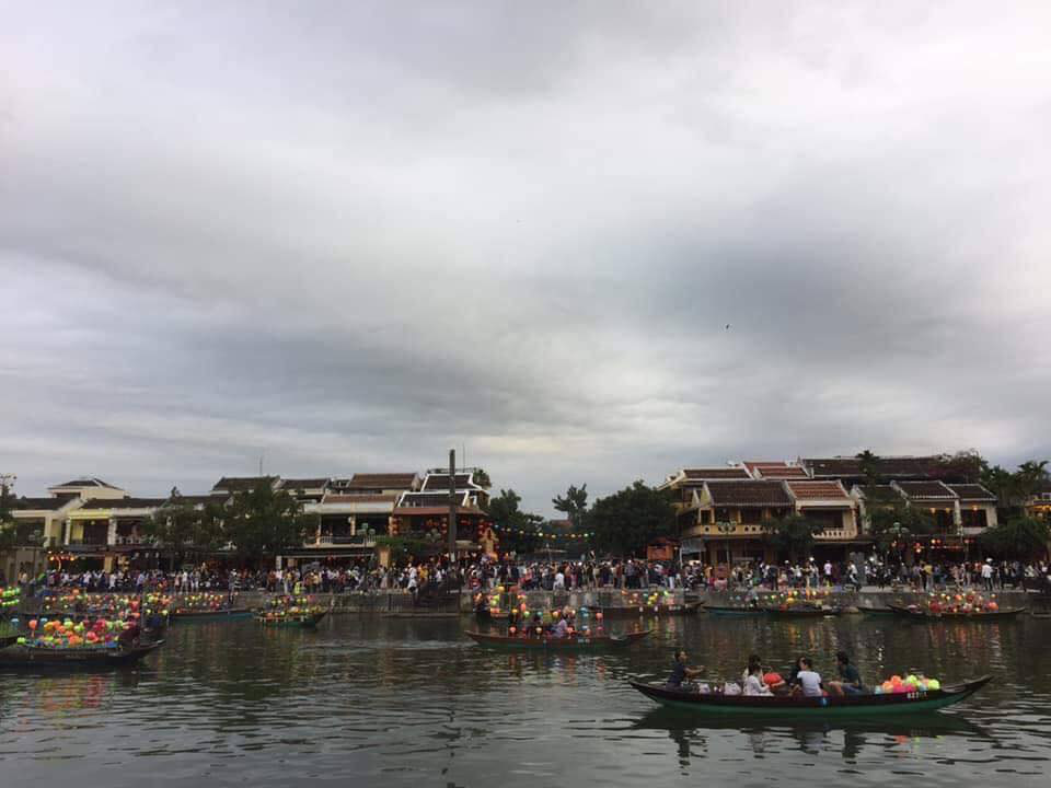 Dân mạng choáng váng với hình ảnh biển người đông nghịt ở khắp nơi dịp Tết: Hạ Long, Vũng Tàu... đâu cũng 'vỡ trận' 6