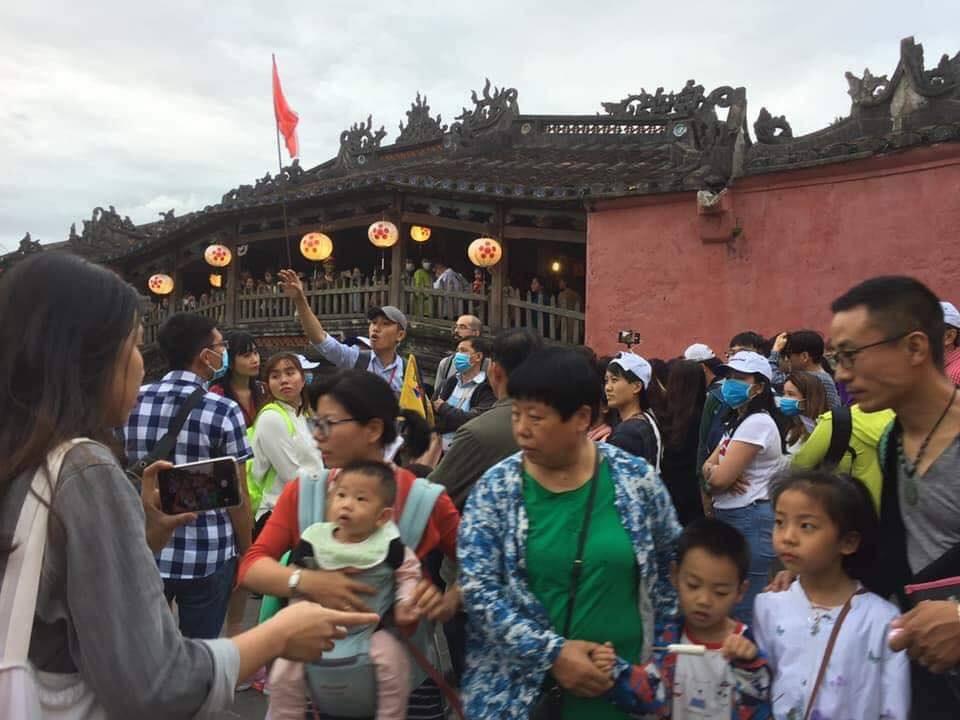 Dân mạng choáng váng với hình ảnh biển người đông nghịt ở khắp nơi dịp Tết: Hạ Long, Vũng Tàu... đâu cũng 'vỡ trận' 10