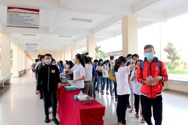Trước diễn biến phức tạp do virus Corona, hàng loạt trường Đại học tiếp tục cho sinh viên nghỉ đợt 2.