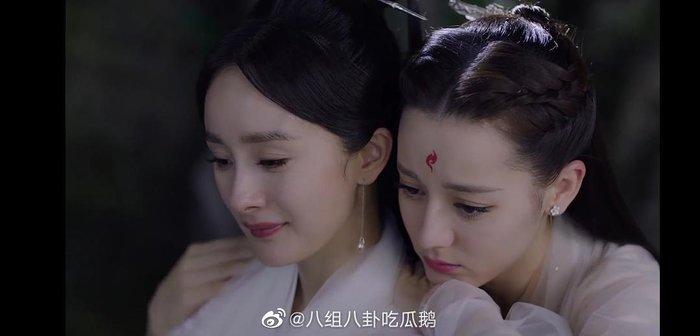 Đặc biệt, khoảnh khắc và tương tác ngọt ngào giữa Dương Mịch và Địch Lệ Nhiệt Ba trở thành một chủ đề lớn.