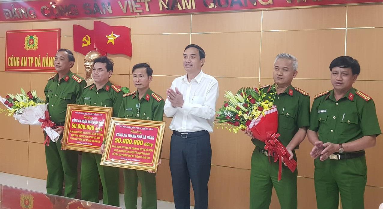 UBND TP Đà Nẵng khen thưởng nóng cho Công an TP Đà Nẵng vì có thành tích phá án nhanh.