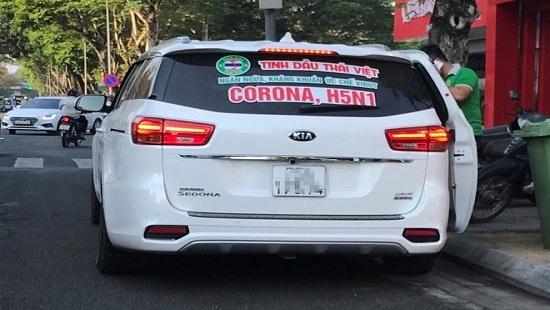 Chiếc xe dán dòng chữ quảng cáo tinh dầu ức chế được virus corona, H5N1 của ông Tài